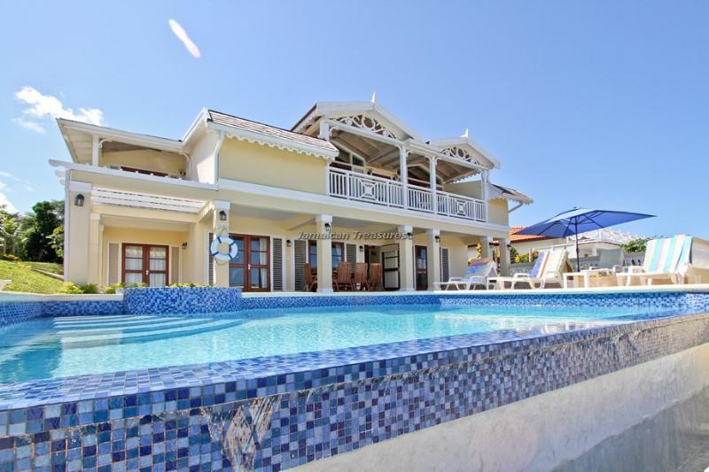 BEACH!! STAFF! FAMILY! Azure Cove - Image 1 - Duncans - rentals
