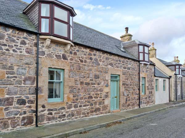 SEASPRAY, former fisherman's cottage, woodburner, modern and character features, close to beach, in Portknockie, Ref 22242 - Image 1 - Portknockie - rentals