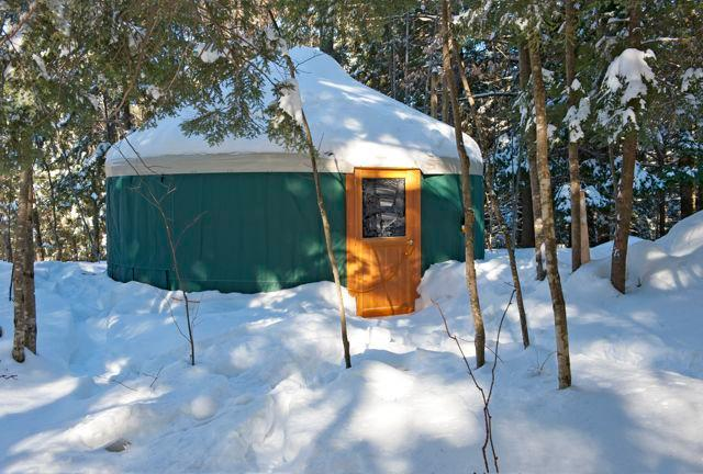Come nestle into a Maine Winter's getaway and wamr your soul. - Mountain Brook Yurt Retreat - Denmark - rentals