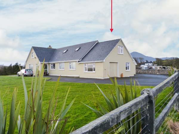 CARROWCALLY HOUSE, cosy property with views over tidal inlet, flexible accommodation, near Westport, Ref 903450 - Image 1 - Westport - rentals