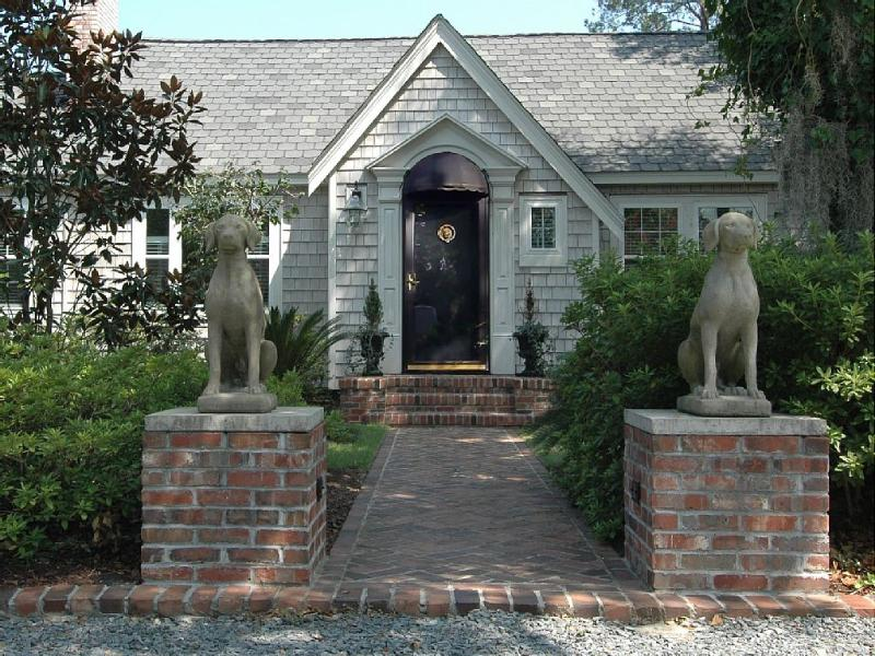 Welcome to the 'Southern Gem'! Here to Welcome you!!! - A Southern Gem, Nestled Behind the Magnolias! - Wilmington - rentals