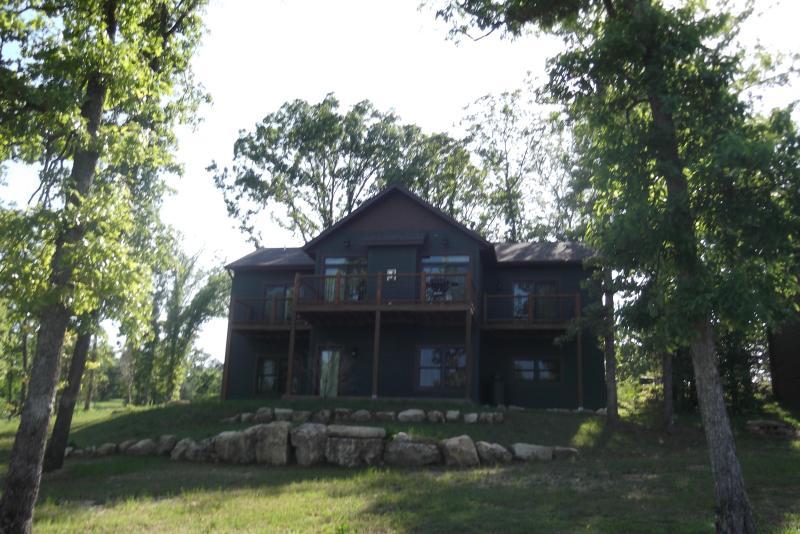 Branson Lakeside 4 Bedroom Cabin - Beautiful - Image 1 - Branson - rentals