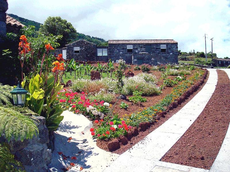 Casa do Alto do Ribeira garden - Adegas do Pico Three Bedroom-House - Prainha de Baixo - rentals