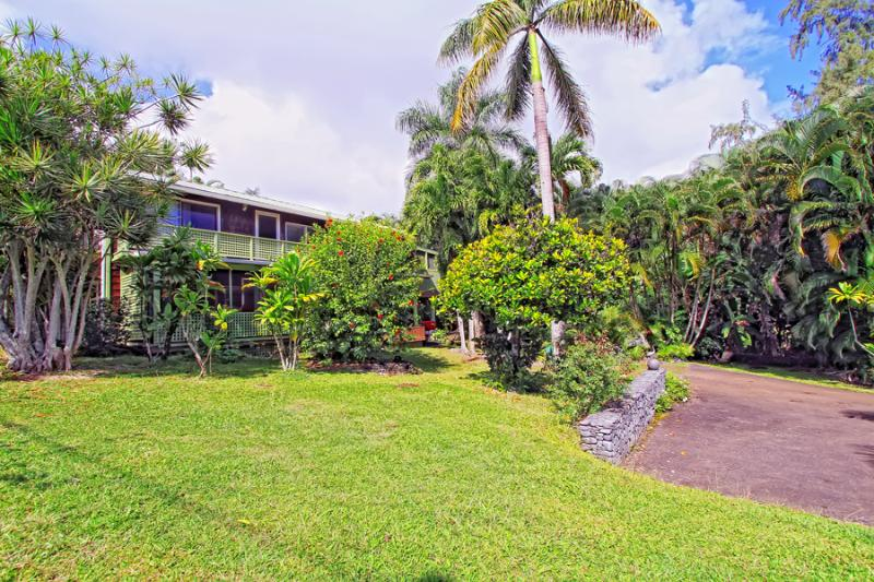 Two story - (2) One Bedroom/one bath units w/ screened in Lanais - Across from Hana Bay - Maui Sleeps up to 8 - Hana - rentals