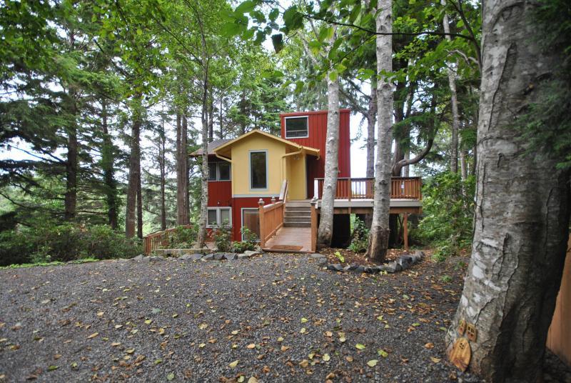 An HGTV Ocean View Tree House - Image 1 - Cannon Beach - rentals