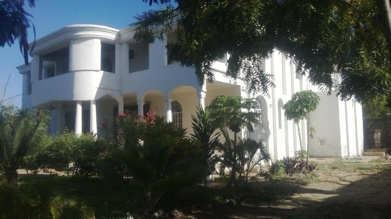 House front view - Coco De Ville Beach Holiday Home - Diani - rentals
