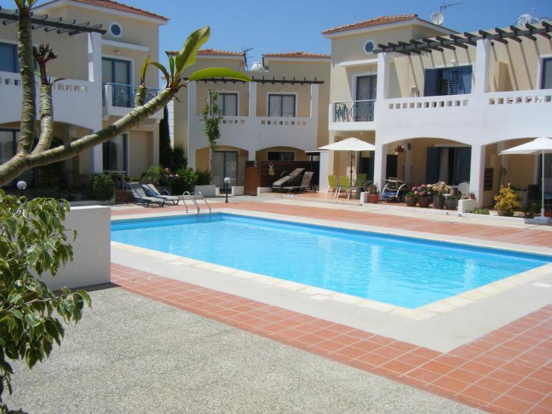 Zeus Gardens - Heavenly 2 bed (sleeps 6) - lovely pool & nr beach - Paphos - rentals