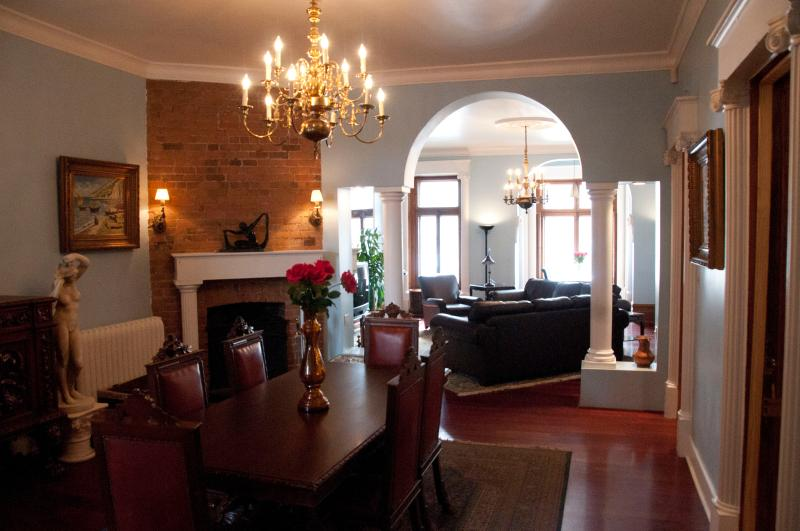 Dining Room: open concept, perfect for events. - Landmark Site - Facing Mount Royal - Montreal - rentals