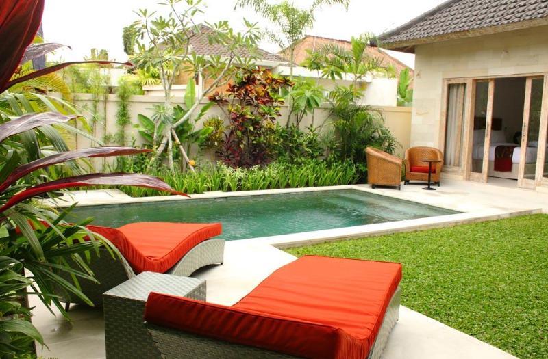 pool at day time - Bali Villas R us - 2 bedrooms, Seminyak Batu belig - Seminyak - rentals