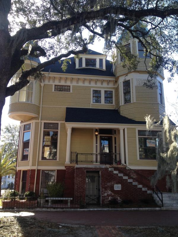 Front View - 1890 Victorian house designed by noted architect W - Savannah - rentals