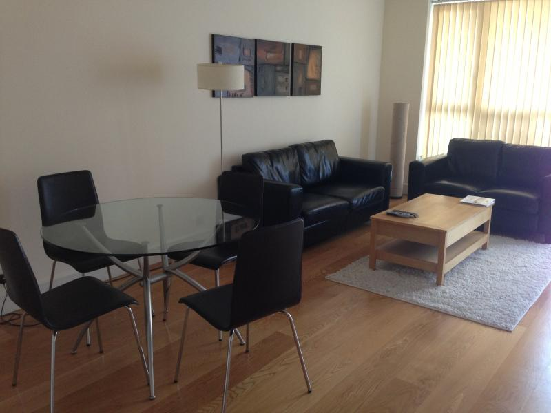 1 Bed Apartment in Canary Wharf - Image 1 - London - rentals