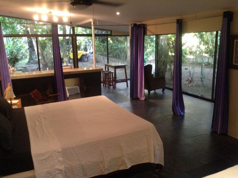 Bedroom - Costa Rica beachfront bungalows - Playa Matapolo - rentals