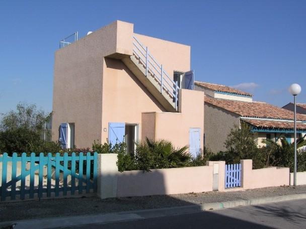 Haus von der Straßenseite - Ferienhaus mit Meerblick und großer Dachterrasse - Aude - rentals