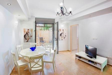 Large living area - LUXURY GROUND FLOOR 2 BDR APT  WITH LOVELY GARDEN - Jerusalem - rentals