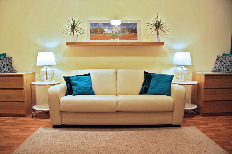 Sofa-bed - 3 bedroom apartment. Historical center. Metro. - Saint Petersburg - rentals