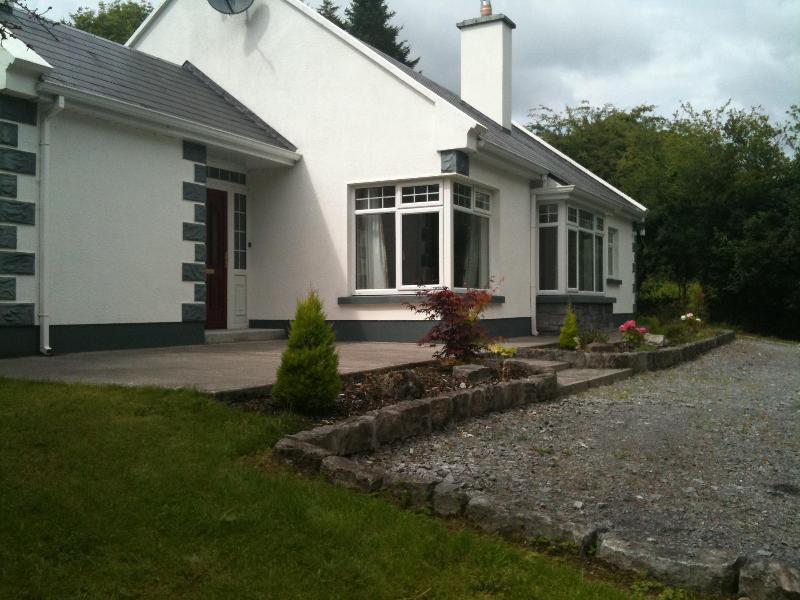 Outside view 2 - Holiday Home, Cong, Co. Mayo - Cong - rentals