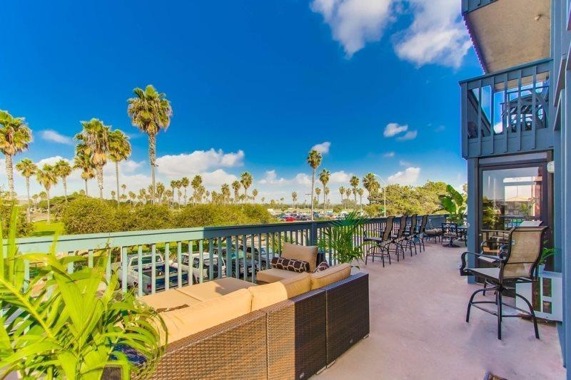 Lots of Outdoor Furniture  - Endless Summer - Mission Beach 2BR Condo on San Fernando Place - San Diego - rentals