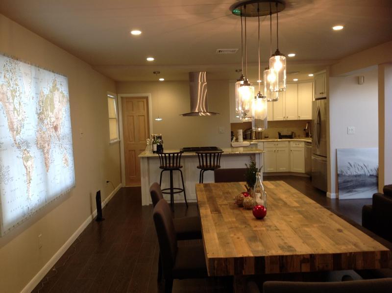 dining table - Modern Man Pad - Ridgefield - rentals