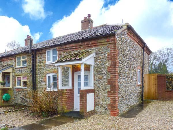 BROOM COTTAGE, character features, enclosed garden, WiFi, in East Rudham, Ref. 31019 - Image 1 - East Rudham - rentals