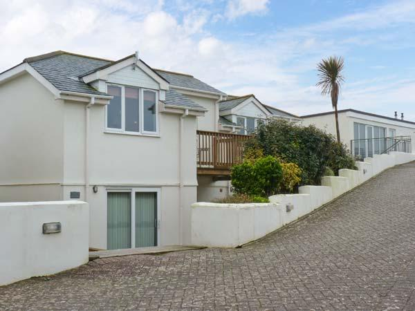 BEACHCOMBERS, detached cottage, with shared use of swimming pool, sauna, gym, near Newquay, Ref. 903500 - Image 1 - Newquay - rentals