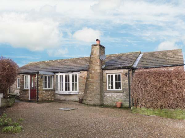 CAPPLE BANK FARM COTTAGE, stone-built cottage, open plan living area, WiFi, in West Witton, Ref 903568 - Image 1 - West Witton - rentals