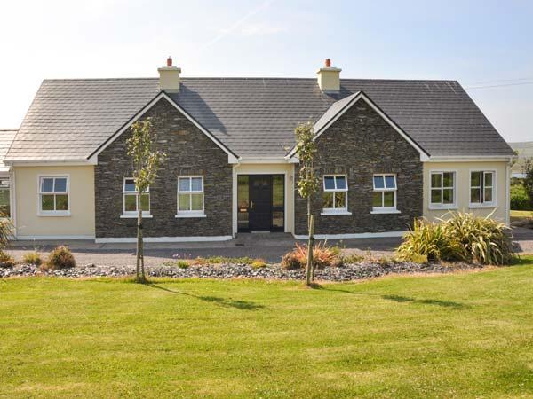 REARDON'S HOUSE, detached, all ground floor, open fire, parking, garden, in Portmagee, Ref 903994 - Image 1 - Portmagee - rentals