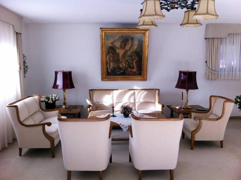 Living Room (1) - LLAG Luxury Vacation Apartment in Garmisch-Partenkirchen - 2691 sqft, warm, comfortable, relaxing (#… - Garmisch-Partenkirchen - rentals