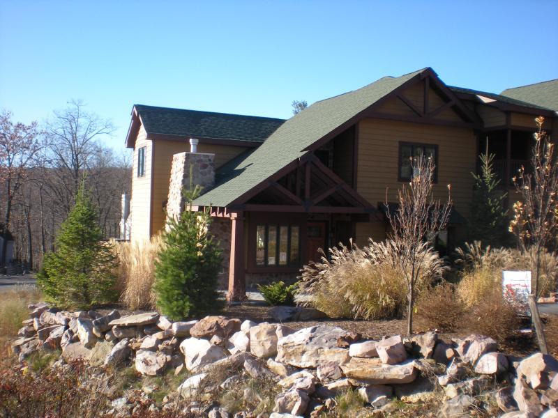 Front View - Gorgeous rental at Big Boulder Lake and Ski Mtn - Lake Harmony - rentals
