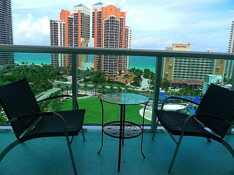 View from the balcony - Luxury Apartment One Step Away From The Beach-ocea - Sunny Isles Beach - rentals