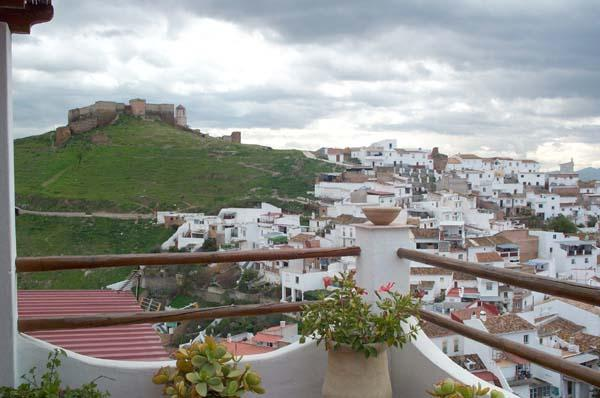View of the Castle and town from roof terrace - Townhouse with amazing views of Moorish Castle - Alora - rentals