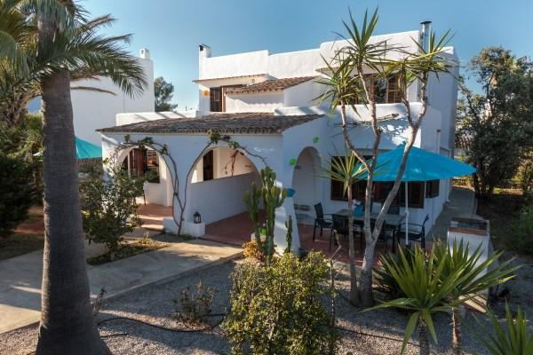 Arrival Ca na Livia - Holiday villa `Ca na Livia´ is a nice house located on a quiet spot in the center of Cala d'Or - Cala d'Or - rentals