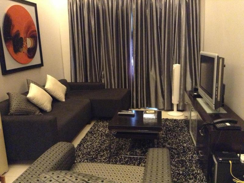 Living Room - BCG Fort Stunning Golfcourse view 1 BR Condo - Taguig City - rentals
