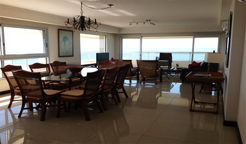 Primera línea al mar. torre excelentes servicios - Image 1 - Punta del Este - rentals