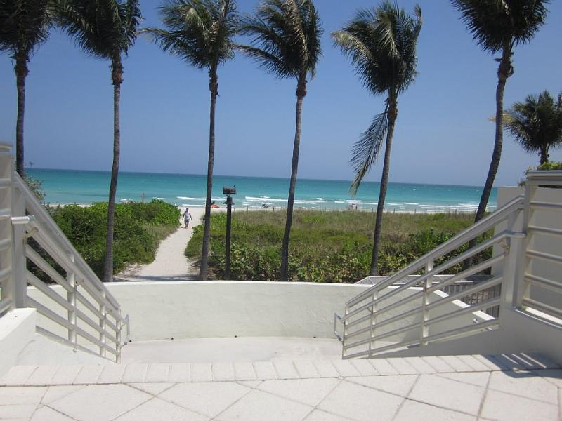 resort is right on the ocean - 2 Bdrm JR located in the Heart of Miami Beach* - Miami Beach - rentals