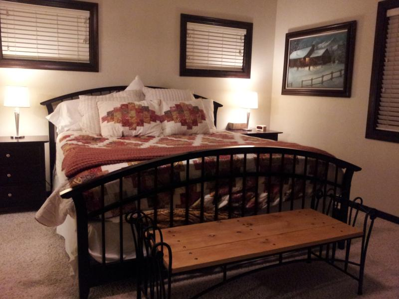 Master Bedroom - Beautiful Home on the Golf Course w/ Amazing Views - Freedom - rentals