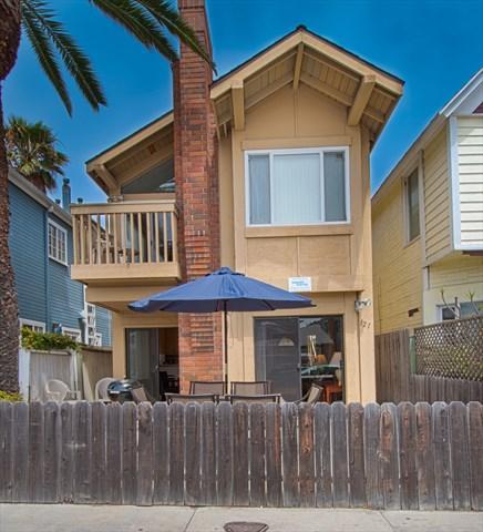 Front - 121 B 28th Street- Upper 3 Bedroom 2 Bath - Newport Beach - rentals