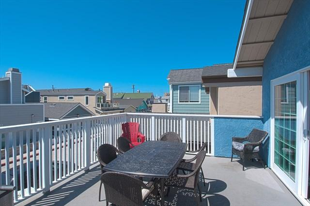 Balcony - 125 B 27th Street- Upper 3 Bedroom 2 Bath - Newport Beach - rentals