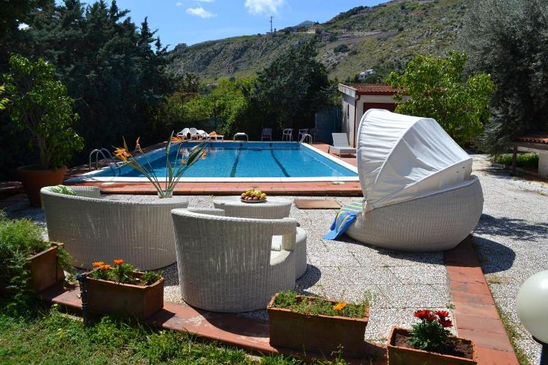 Villa with pool in Palermo, the capital of Sicily :-) - VILLA PANORMUS: Secluded villa in Mondello with p - Palermo - rentals
