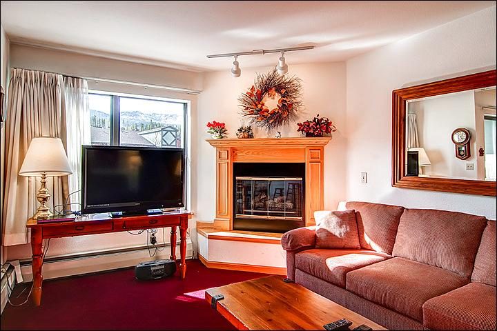 Cozy Living Area with a Large TV and Fireplace - Stunning Views of the Slopes - One Block from Main Street  (4294) - Breckenridge - rentals
