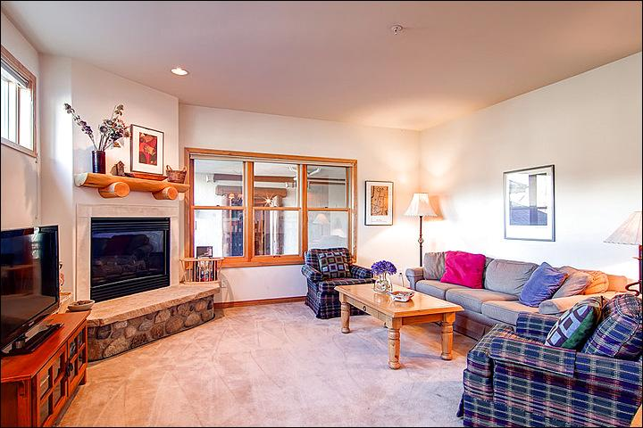Spacious Living Area with a Flat Screen TV and Gas Fireplace - Luxurious & Inviting Condo - Close to Main Street (4301) - Breckenridge - rentals