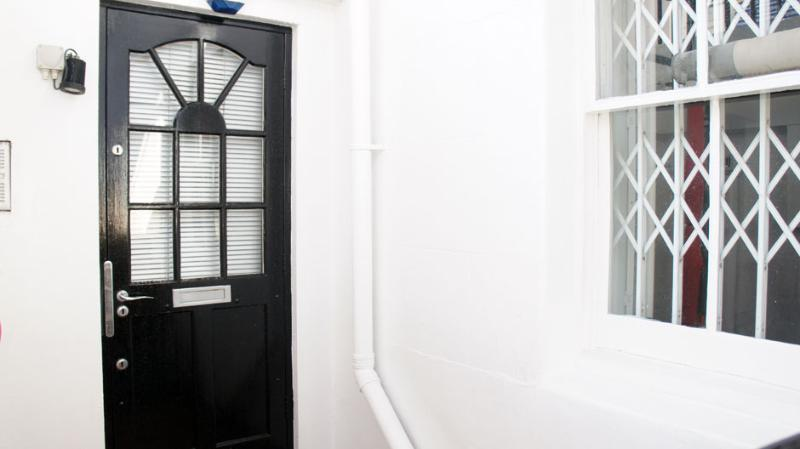 Facade - The Chalet Apartment in London - London - rentals