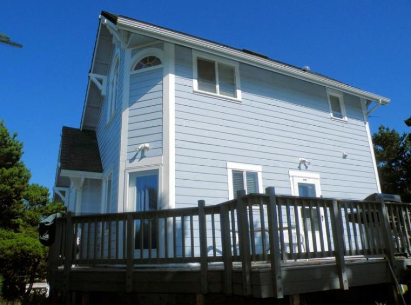 Gorgeous pet-friendly home with close beach access! - Image 1 - Florence - rentals