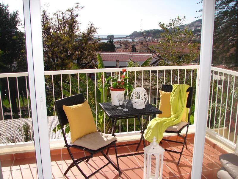 SOL BAHIA!! Walk to Funchal, new flat,  3 bedrooms - Image 1 - Funchal - rentals