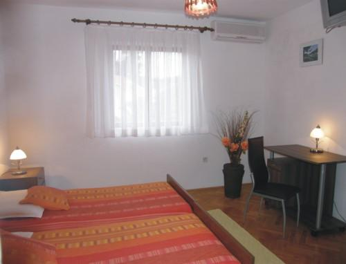 Bedroom 1 Apartment nr 2 - Villa Renipol 80m far from the sea Apartment nr 2 - Sutivan - rentals