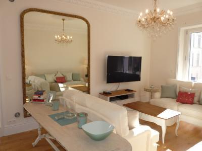 Golden Square Stunning 3 Bedroom Vacation Rental in Cannes - Image 1 - Cannes - rentals