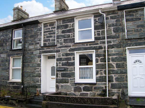 CRUD Y GWYNT, terraced, stone cottage, central location, enclosed patio, in Trawsfynydd, Ref 18939 - Image 1 - Trawsfynydd - rentals