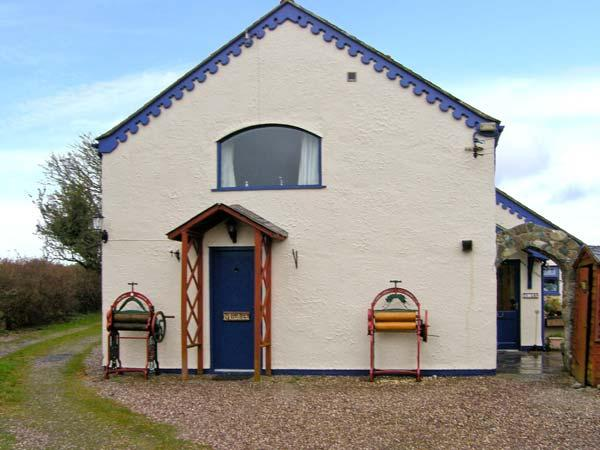 TY LON BACH family-friendly, close to beaches, excellent facilities in Rhoscolyn Ref 30488 - Image 1 - Rhoscolyn - rentals