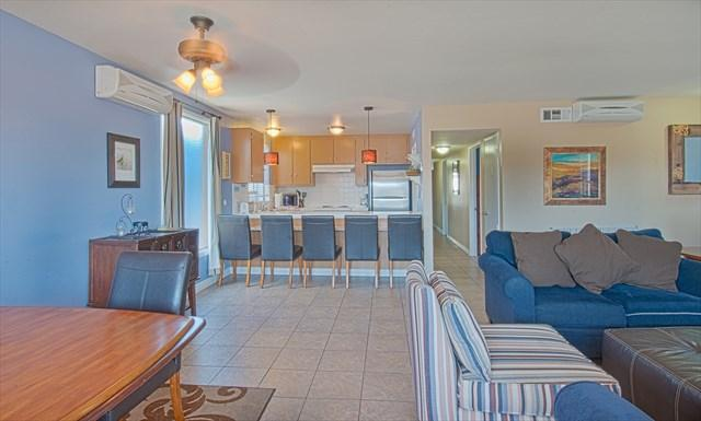 Inside picture showing family, kitchen and dining areas - 5206 B Neptune- Upper 4 Bedroom 2 Baths - Newport Beach - rentals