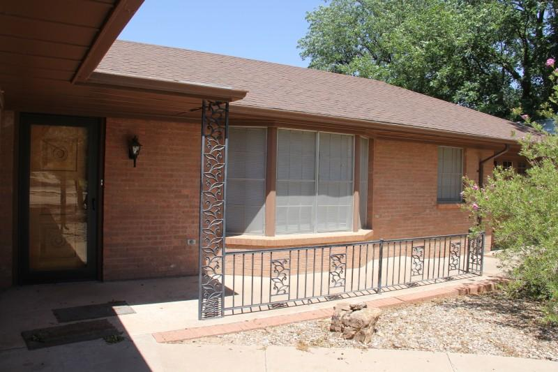 Front door/bay window/court yard - Downtown Roswell New Mexico Historic District - Roswell - rentals