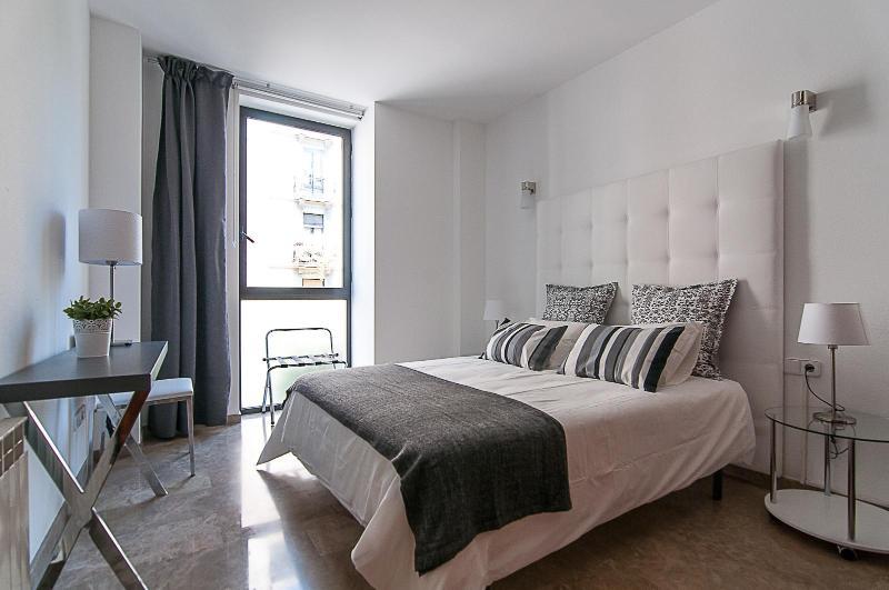 Picasso Suites 2.1 Luxury Apartment - Image 1 - Barcelona - rentals